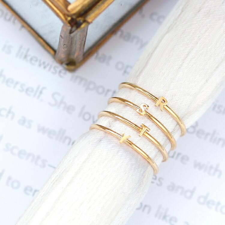 イニシャルモチーフの指輪