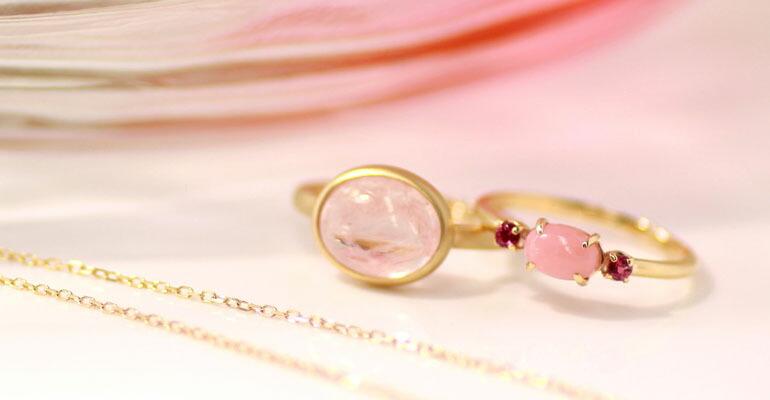 ピンクのジュエリー