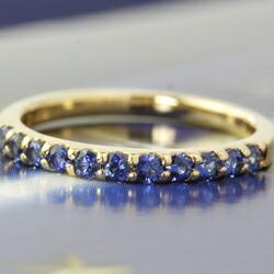 コーンフラワーブルーサファイアのハーフエタニティリング(指輪)