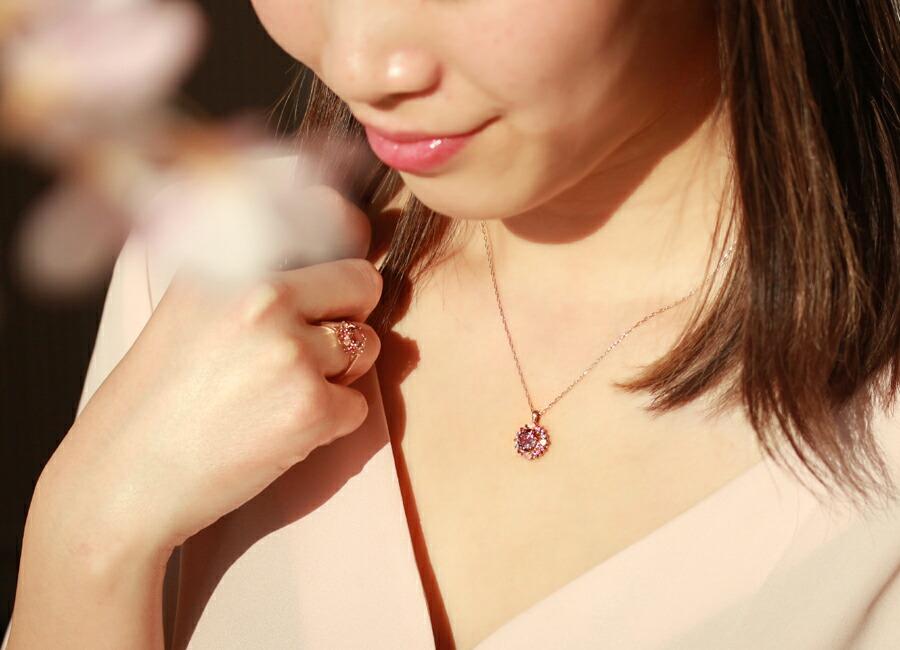 マラヤガーネット・フロレゾンのリング、ネックレスの重ね付けコーディネート