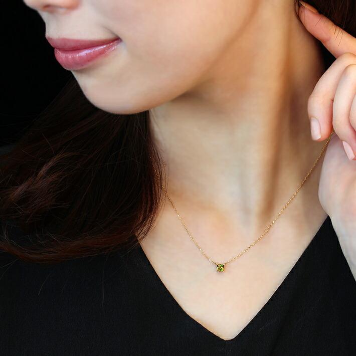 パキスタン産クロムスフェーンの18金ネックレスの装着画像