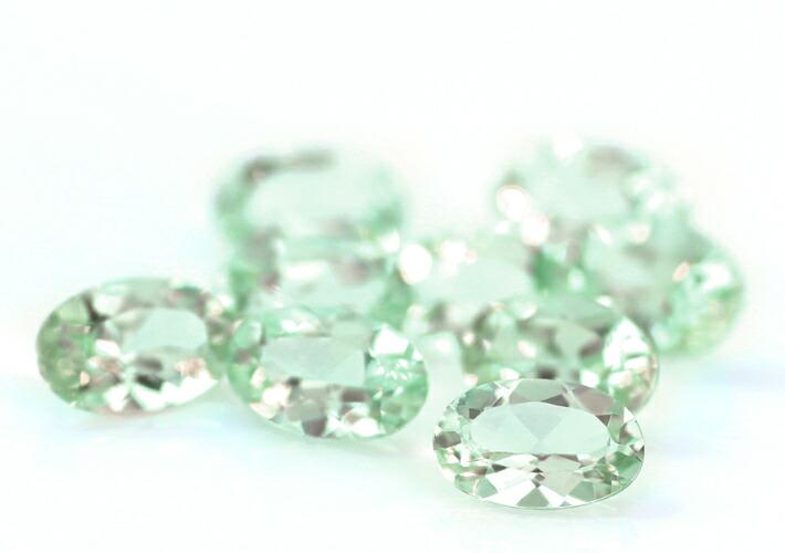 ブラジル産アンブリゴナイト大粒オーバルカットの宝石