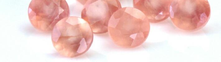 ハナミズキブーケに使用している宝石「ロードクロサイト」の画像