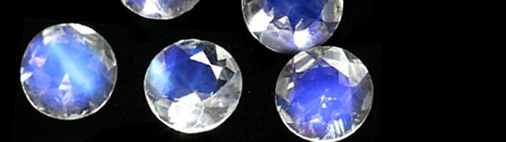 スノー・ルナブーケに使用している宝石「ロイヤルブルームーンストーン」の画像
