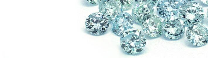 スノー・ルナブーケに使用している宝石「アイスブルーダイヤモンド」の画像