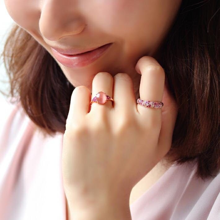 桜色マルチカラージュエル18金パヴェリング「サクラブーケ」の着用イメージ