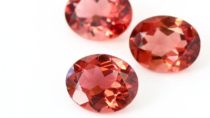ピンクトルマリンオーバルカットの宝石