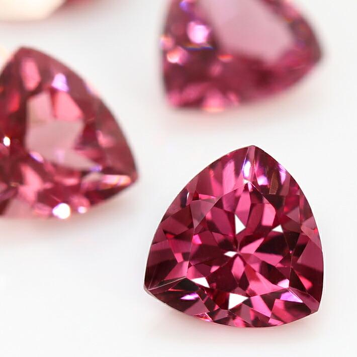 マラヤガーネットの宝石