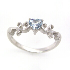 アクアマリンとダイヤモンドのリング