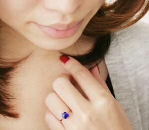 サファイア指輪の装着イメージ