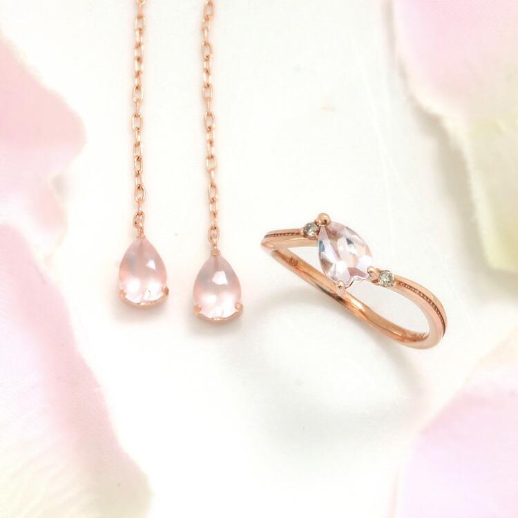 桜モチーフのアメリカンピアスと指輪の画像
