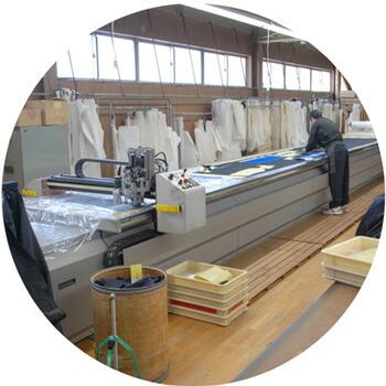 日本人技術者の縫製風景
