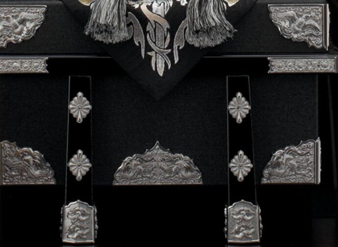 五月人形 五月節句飾り 東旭監製 兜飾り 彫金竜シルバー中鍬兜飾り 13号画像3