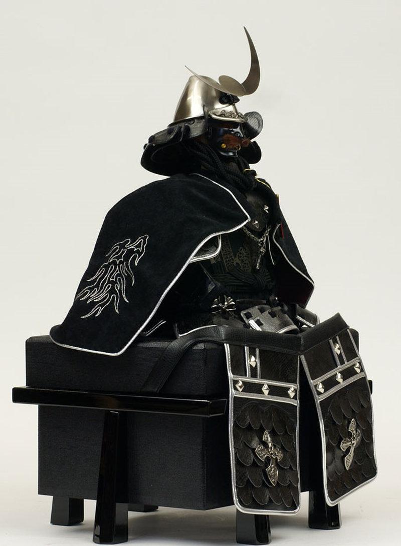 五月人形 甲冑飾り 雄山作 鎧飾り 胴丸鎧 龍王陣羽織鎧飾り (正絹糸縅仕立・日月前立)画像4