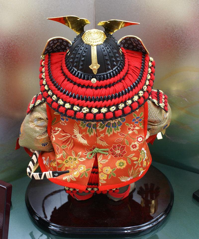 五月人形 五月節句飾り 平飾り 武者人形 子供大将 (陣羽織姿) 人形工房天祥オリジナル 五月人形・健ちゃんシリーズ 「ミニ健 (陣羽織・立姿)」 (正絹糸縅仕立)(コイノボリ飾り付)画像5
