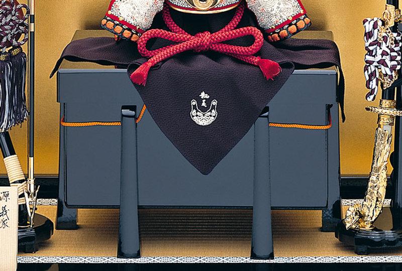 五月人形 兜 兜飾り 名匠 加藤鞆美作(有名甲冑師・伝統工芸士)甲冑飾り お節句飾り 端午の節句 初節句 兜 「鞆美作 二分の一 義家兜飾りセット」画像3