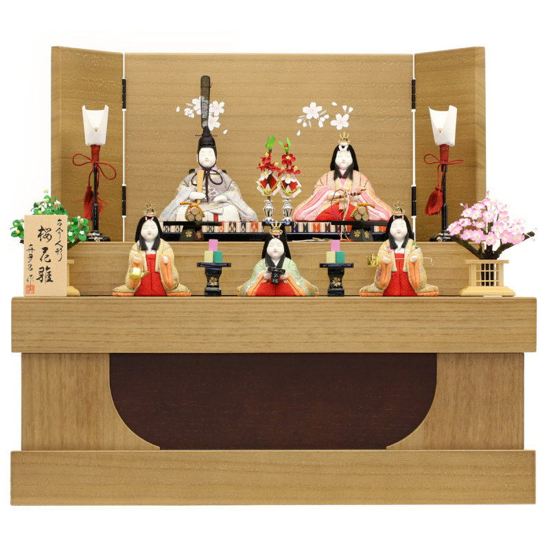 お人形・お道具全てがまとまる優れモノの、コンパクトな収納飾り。