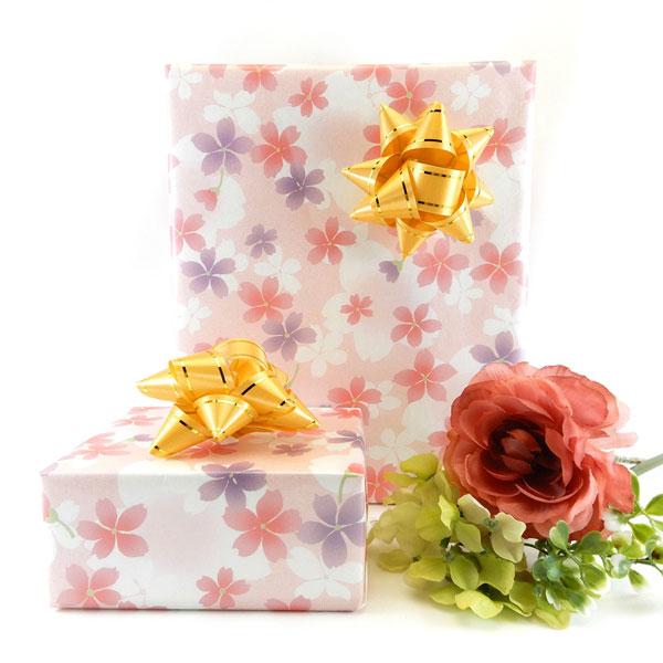桜の高級包装紙でお包みした琥珀屋ロゴ入りハードジュエリーケース