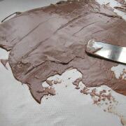 米粉のハートケーキ チョコをのばす
