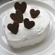 米粉のハートケーキ ハートを飾る