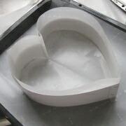 米粉のハートケーキ 型に紙を敷く