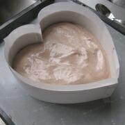 米粉のハートケーキ 生地を流す