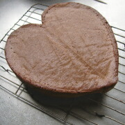 米粉のハートケーキ 冷ます