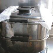 上新粉で作るヨモギ餅 蒸し器で蒸す