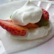 もち粉で作るクリーム大福 クリームをのせる