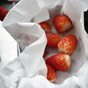 もち粉の苺大福 苺を洗う
