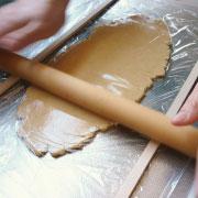 クッキー専用米粉で作るクッキー 麺棒で延ばす