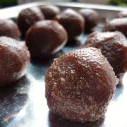 上新粉で作るヨモギ餅 餡を丸める
