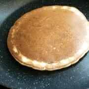 米粉のパンケーキ ひっくり返す