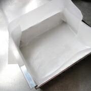 米粉のカステラ 型に紙を敷く