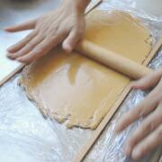 米粉のかぼちゃクッキー 生地をのばす
