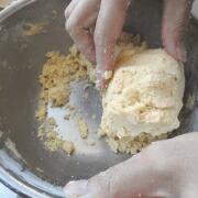 米粉のかぼちゃクッキー 手でこねる