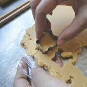 米粉のかぼちゃクッキー 型で抜く