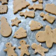 米粉のジンジャークッキー 穴をあける