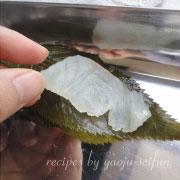 桜葉を使ったレシピ 鯛の桜葉巻き 桜葉と鯛を交互に重ねる