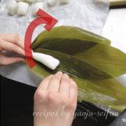 米粉の粽 笹で包む