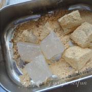 わらび餅 きな粉をまぶす