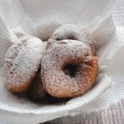 米粉のドーナツ 粉砂糖をかける