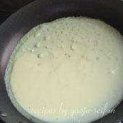 米粉のバインセオ 生地を焼く