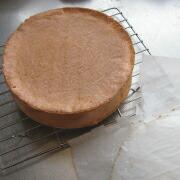 米粉とミックスベリーのケーキ 型から外す