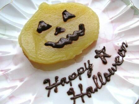 ハロウィンにかぼちゃのういろう チョコレートペンでトッピング