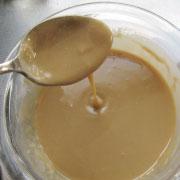もち粉で作るくるみゆべし 全部加えるととろとろの液に