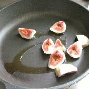 白玉団子といちじくとナスのマリネ いちじくを炒める