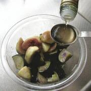 白玉団子といちじくとナスのマリネ バルサミコ酢を加える