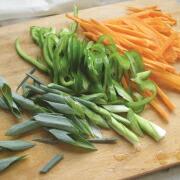米粉トッポギ 野菜を切る