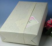 黄色地の地模様が雲竜の和紙風の包装紙でお届け致します
